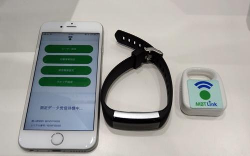 独自のウエアラブル端末と環境センサー、アプリを提供する