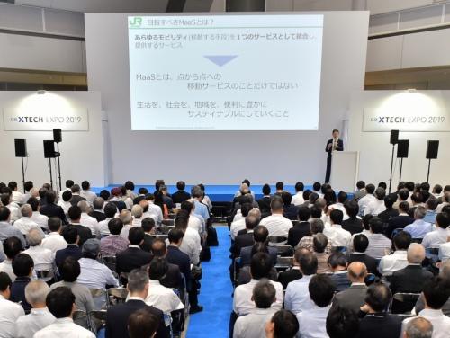 MaaSについて説明するJR東日本の太田朝道常務