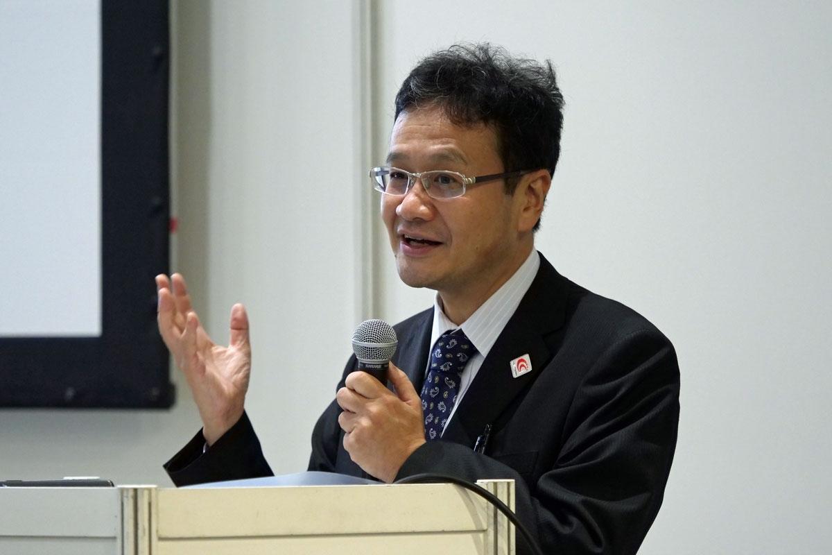 講演する国土交通省の東川技術審議官(写真:新関 雅士)
