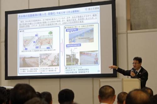 国交省は2019年7月、洪水時の河川流量の観測を無人化・自動化する技術の現場実証を始めた(写真:新関 雅士)