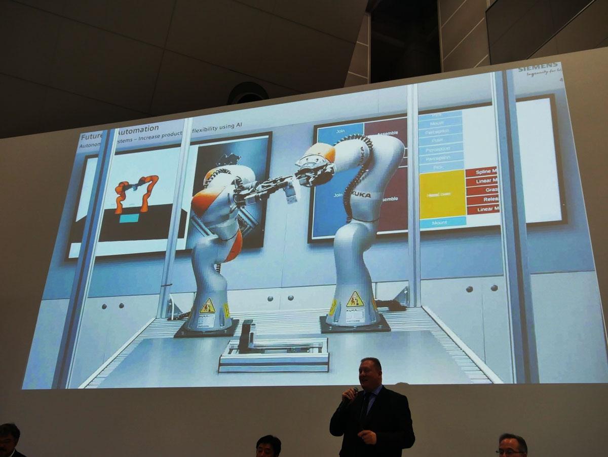 2台の協働ロボットがAI制御で強調するデモ (撮影:安蔵靖志)