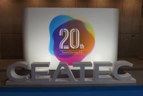 20周年記念のオブジェ。日経 xTECHが撮影