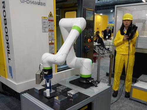 ファナックの協働ロボット「CRX-10iA」