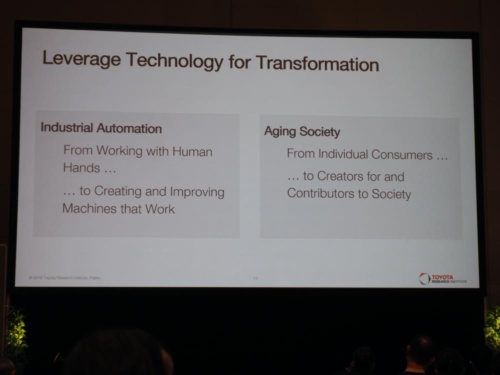 高齢化社会において、テクノロジーは個々の人々を社会に貢献できる存在に変えるとトヨタは考えている。(写真:稲垣宗彦)