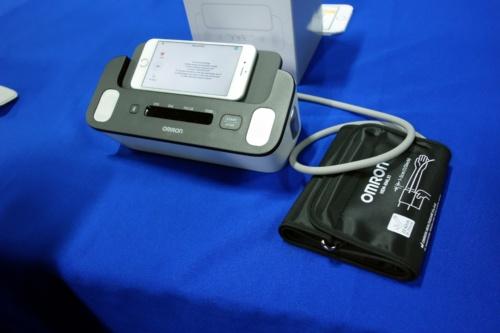 心電計付き血圧計「Complete」(写真:日経 xTECH)