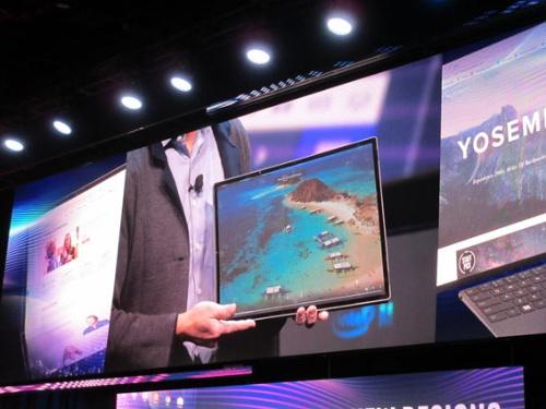 発表した17インチの折り畳みノートPCを1画面で使った場合