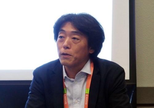 報道機関の質問に答えるソニーの川西氏