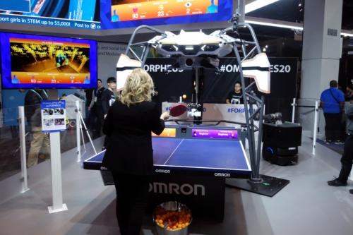 オムロンの卓球ロボット「フォルフェウス(FORPHEUS)」第6世代(写真:日経 xTECH)