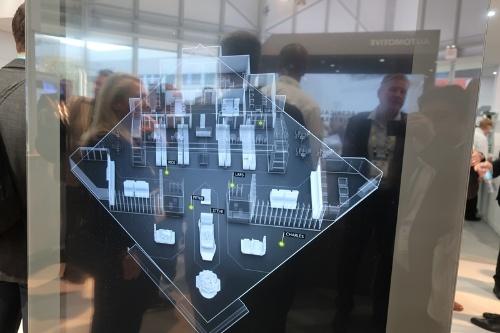 オランダNXP SemiconductorsによるUWBデモ。インフラ側の3DマップとユーザーのUWBの組み合わせで屋内ナビゲーションを実現する。