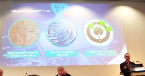 「ChipDNA」について説明するKris Ardis氏(右端)