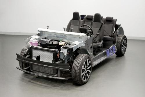 図2 VWのEV専用プラットフォーム「MEB」