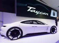 PorscheのスポーツEV「Taycan」