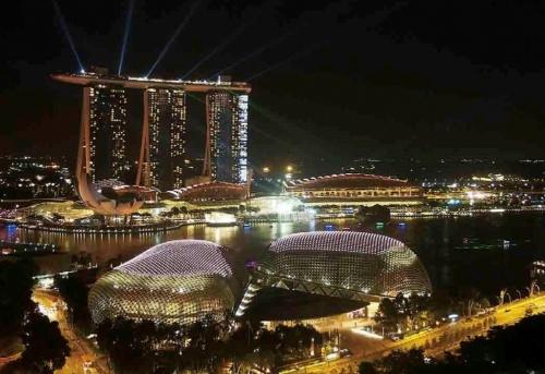 シンガポールで2011年に開業したIR「マリーナベイ・サンズ」(写真:日経アーキテクチュア)