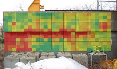 コンクリート表面の塩分量を色分けして表示した例。赤い部分ほど塩分量が多い(資料:前田建設工業)