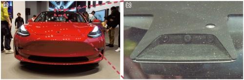 (a)Teslaの小型EV「モデル3」。(b)2016年10月以降に製造された車両は3眼カメラを備える。