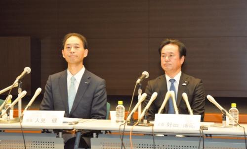 図1 パナソニックAIS社事業開発部部長の人見健氏(左)とトヨタ自動車パワートレーンカンパニー主査の好田博昭氏(右)
