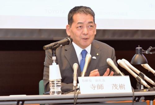 図1 名古屋市内で会見したトヨタ副社長の寺師茂樹氏