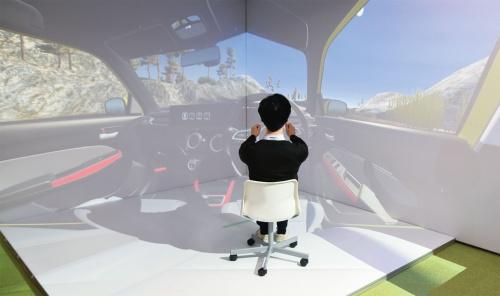 図1 パナソニックが開発した車載HMIを仮想空間で検証するVRシミュレーター