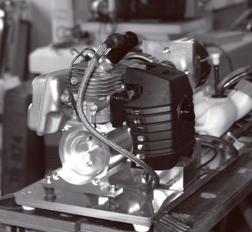 図2 ドローン用の2ストロークエンジン