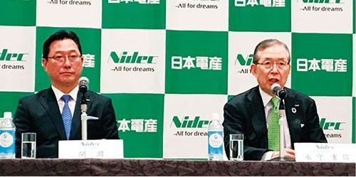 図2 新社長に就任した関潤氏(左)と、CEOの永守重信氏