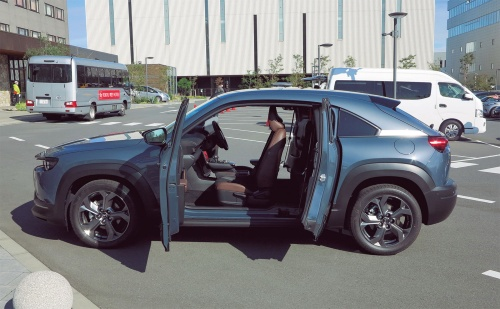 図1 小型SUVの新型「MX-30」