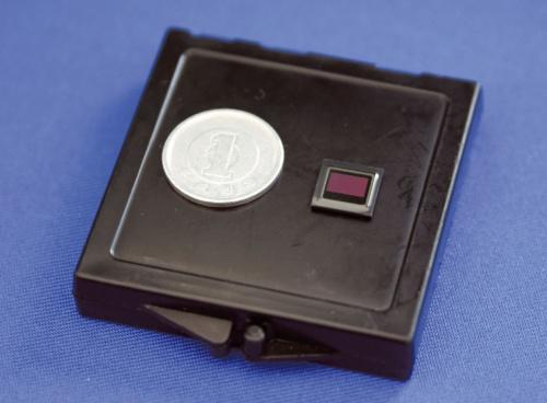 図2 新型ステレオカメラに内蔵するCMOSイメージセンサー