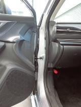 車両の写真はスバル提供、ドアの写真は日経Automotiveが撮影
