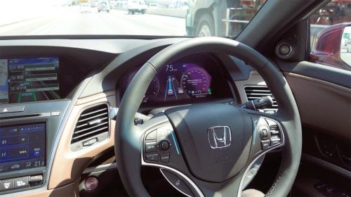 図2 ハンズオフ機能付車線内運転支援機能が有効になった状態