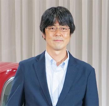 図2 新型車の開発責任者を務めた佐藤洋介氏