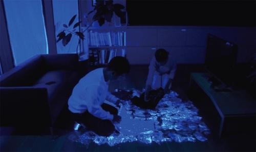 〔写真1〕飛沫に見立てた蛍光塗料