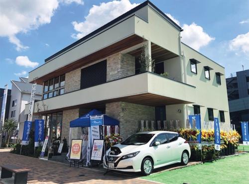 〔写真1〕電気自動車から電力供給