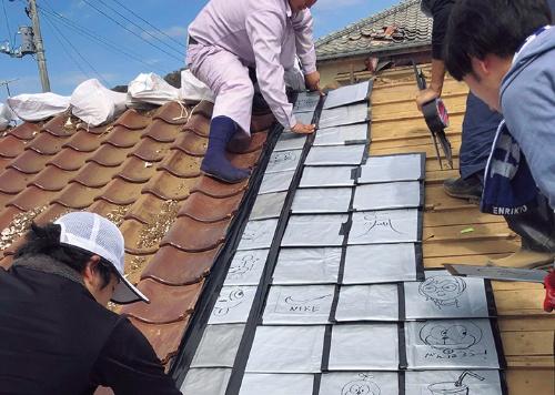 〔写真15〕地元工務店とボランティアが連携