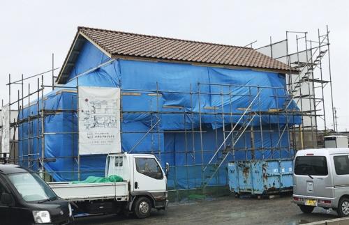 〔写真1〕透湿防水シートの施工まで建物全体を養生