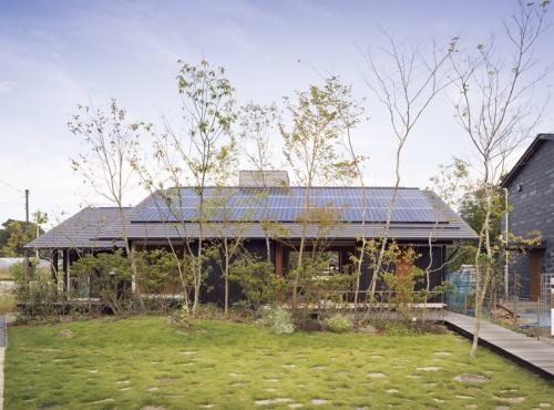 〔写真1〕南に正対して切妻屋根を配置