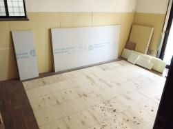 床下地合板を取り除いた部分に合板を継ぎ足した状態(写真:妹尾建設)