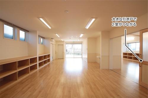〔写真2〕活動室2室を開放的につなぐ