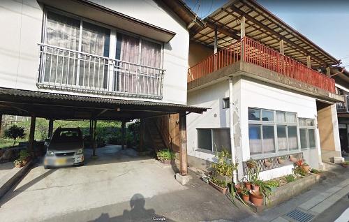 混構造のピロティ住宅と木造住宅の水害前(写真:Google)