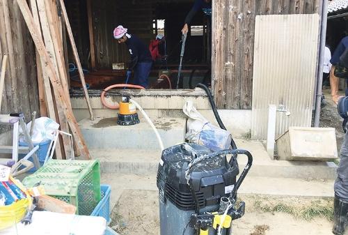 〔写真2〕ポンプと掃除機を併用