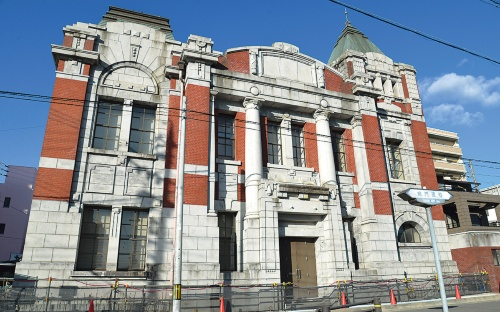 〔写真2〕1917年竣工の国登録有形文化財を免震改修