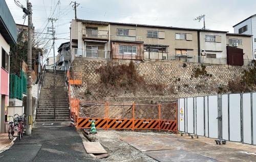 〔写真4〕北側の連棟住宅は事故前に撤去済み