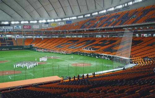 〔写真1〕「有観客」を待つスタジアム