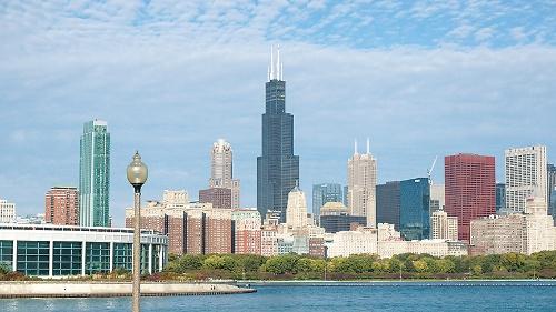 米国シカゴに立つ「ウィリス・タワー」。高さ約442mで、1998年まで世界一高いビルだった。その後の超高層建築に大きな影響を与えた(写真:読者提供)