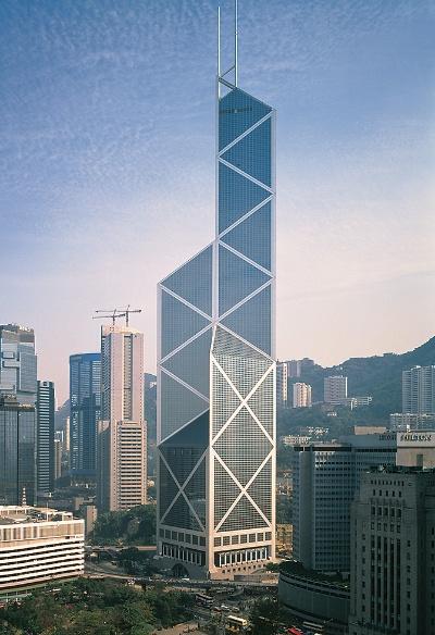 「中国銀行香港支店ビル」。革新的な構造が、工期の短縮や建材量の縮減に寄与した。熊谷組が施工に携わった(写真:熊谷組)