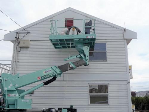 アパートの外観。所有者は界壁の補修に約1800万円の費用がかかると試算した(写真:LPオーナー会)