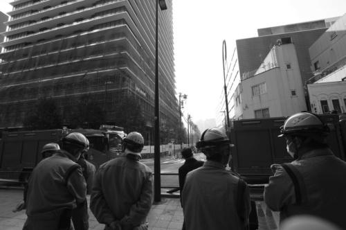 〔写真1〕早朝の火災で虎ノ門地区は騒然