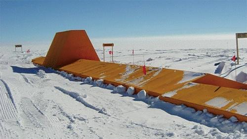 〔写真2〕高屋根の架構をCFRPに