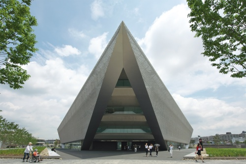 〔写真1〕正三角形の3頂点にエントランス