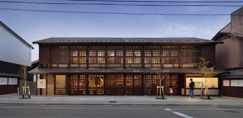 〔写真1〕既存建物は明治中期の呉服店
