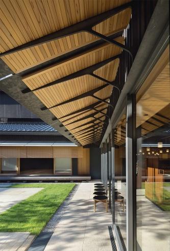 〔写真2〕店の奥に新たに設けた中庭