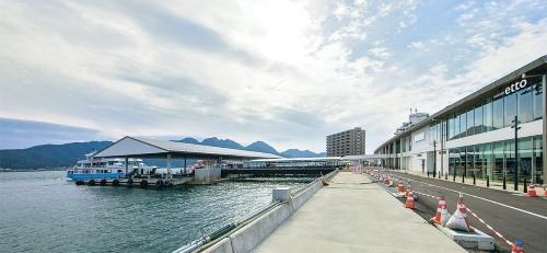 〔写真2〕桟橋も統一したデザイン